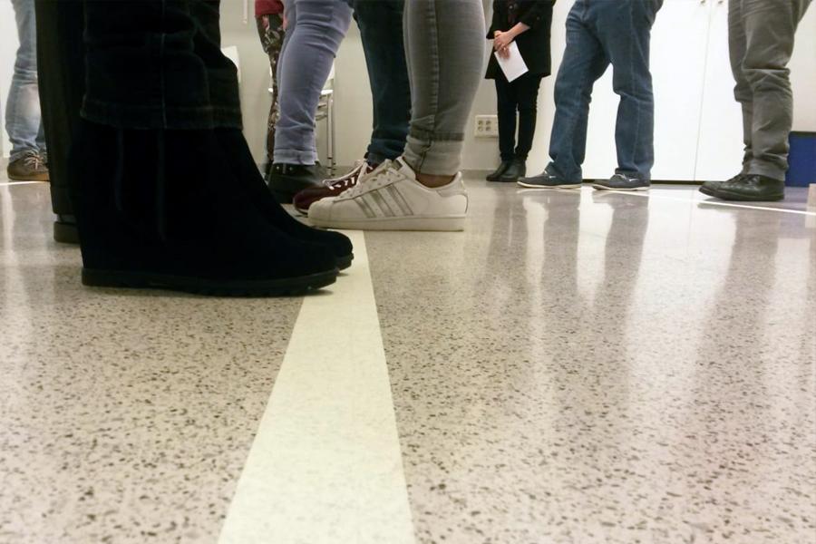 pies de adolescentes en el Centro Hobetzen